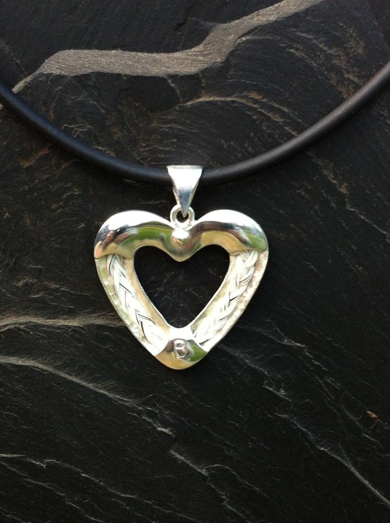 Halsband i silver, Minneshjärta