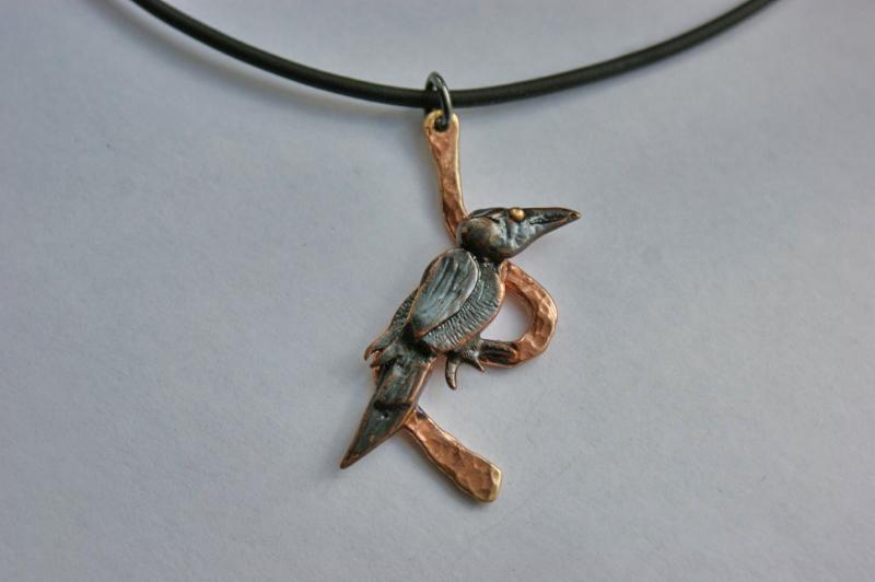 Halsband i brons, Korp