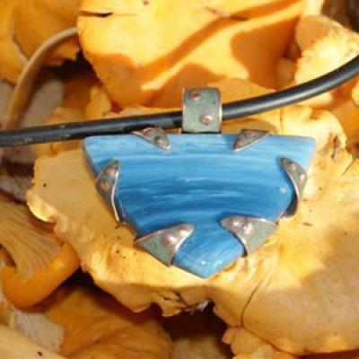 Halsband i Bergslagssten och silver