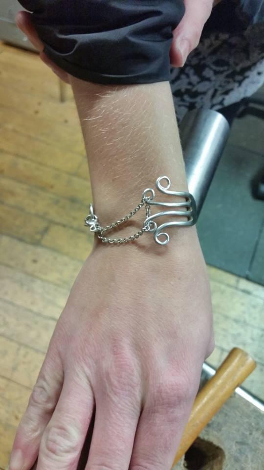 Armband gjort av bestick